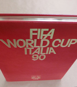 WM_1990_World_Cup_FIFA_official_Report_Luxury_Edition_Goldschnitt